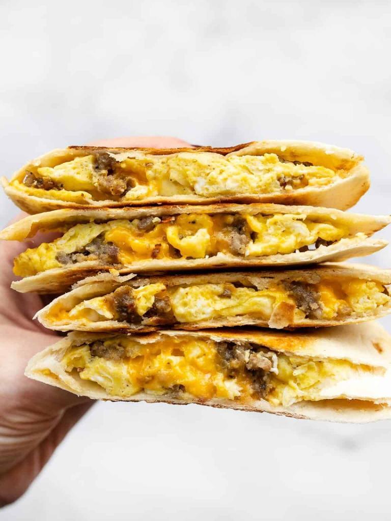 Не бутерброд, а кесадилья. На завтрак готовлю вкусное блюдо с фаршем и сыром (что то новенькое)
