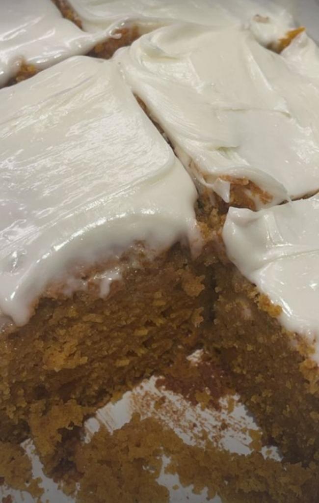 Кайли Дженнер испекла сладкий тыквенный хлеб и назвала его  лучшим, что когда либо делала : рецепт и фото