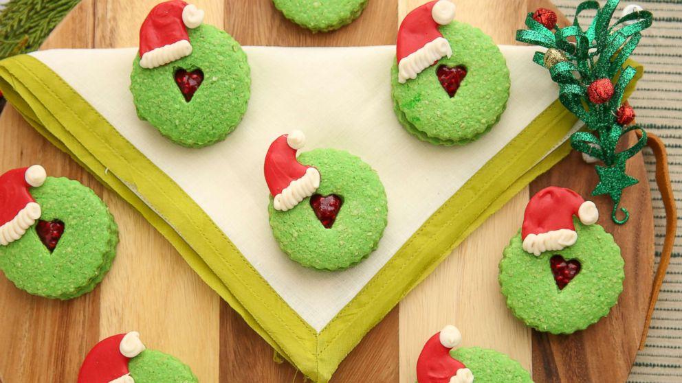 Удивите своих близких рождественским печеньем в стиле Гринча: рецепт