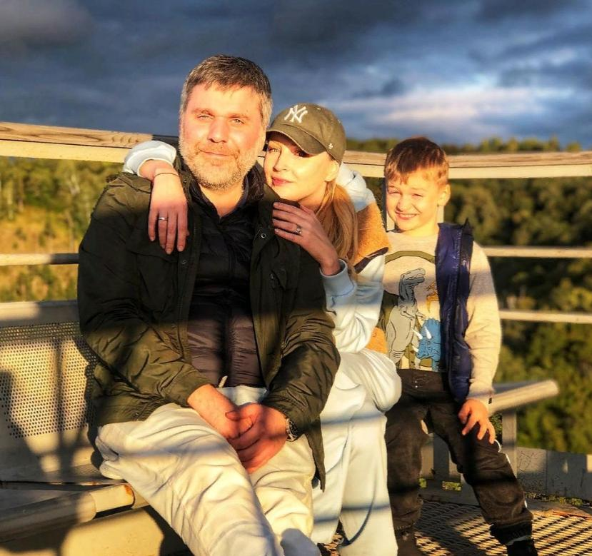 Сын-первоклассник Ольги Медынич растет ее маленькой копией. Дима такой же белокурый: фото