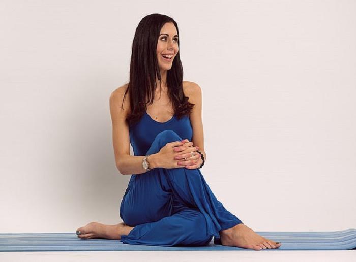 Чтобы стресс не отражался на внешности, достаточно выполнить 5 несложных упражнений для лица. Разница заметна уже после 10 дней занятий