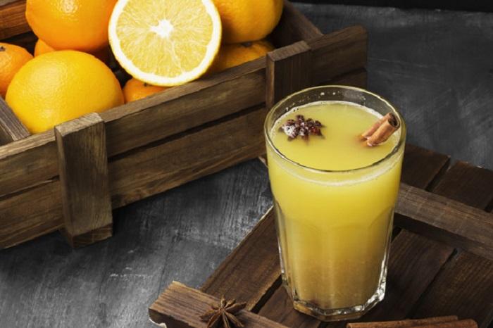 В холодное время года меня лучше всего согревает напиток Горячий апельсин: всем его рекомендую приготовить