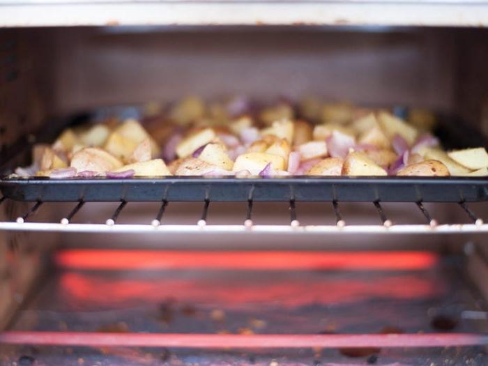 В качестве альтернативы попробуйте разогреть еду не в микроволновке, а на плите или гриле. 9 простых способов обновить остатки еды