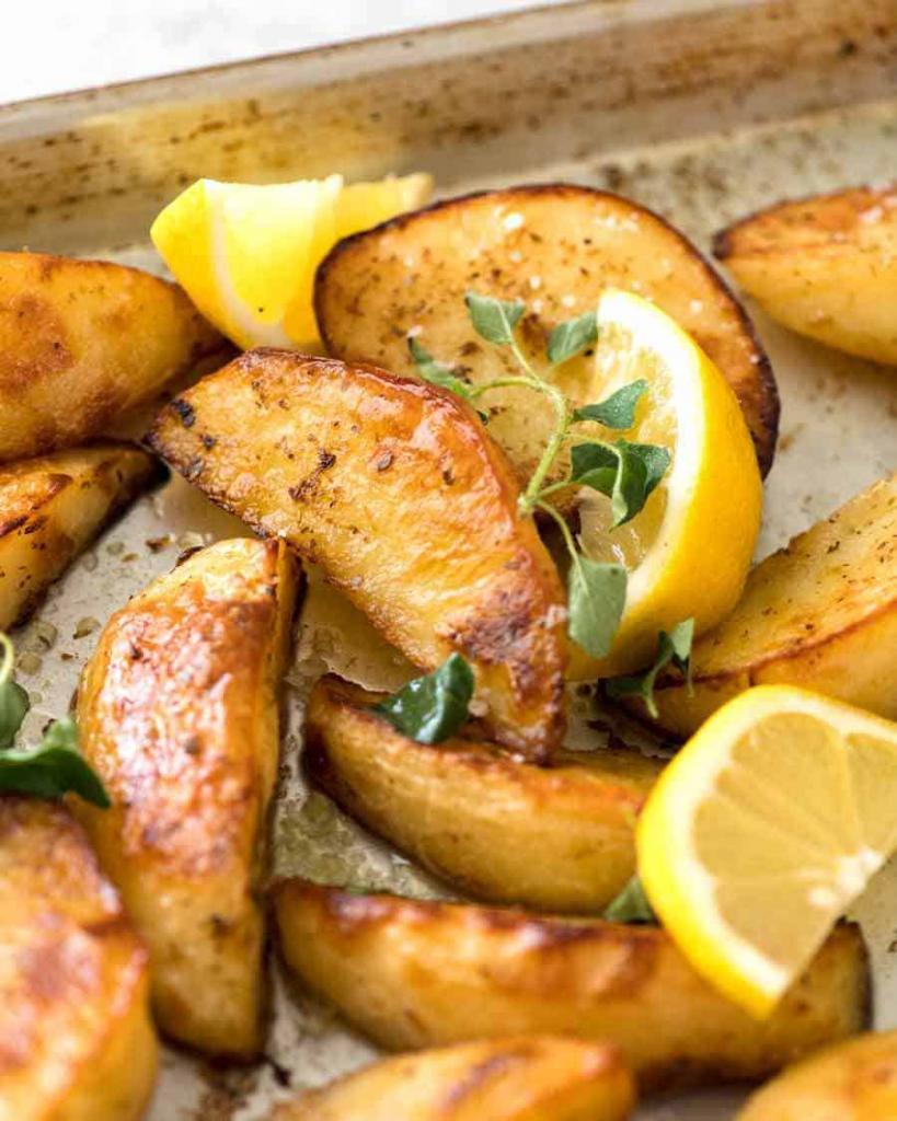 Решила побаловать семью: вкусный греческий картофель с бараньими отбивными