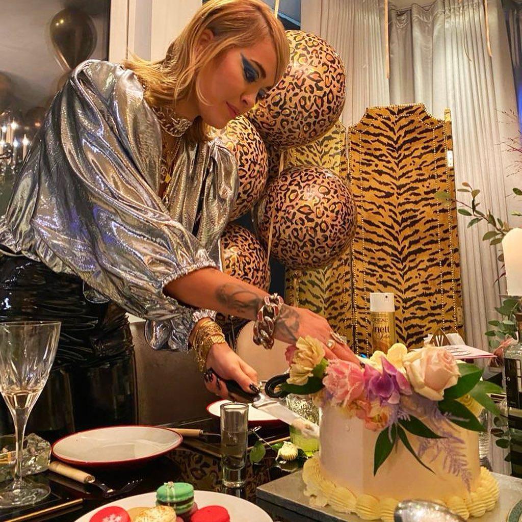 Певица Рита Ора проигнорировала карантинные требования и с размахом отметила свое 30-летие