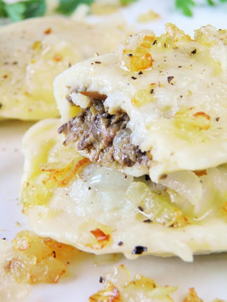 Тесто для пельменей делаю из картошки, а начинку - из грибов: ну очень вкусно