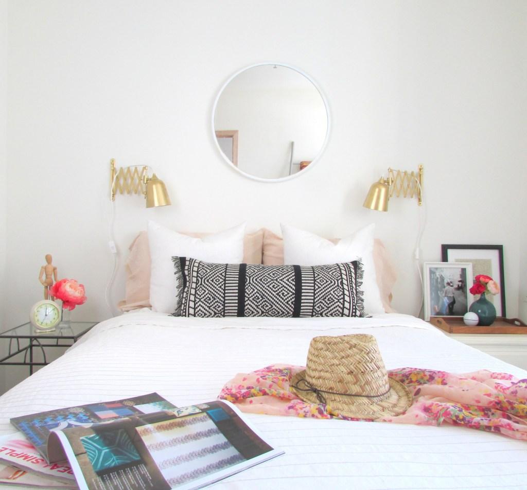Превращаем старый шарф в эффектную наволочку: отличная идея для декоративной подушки