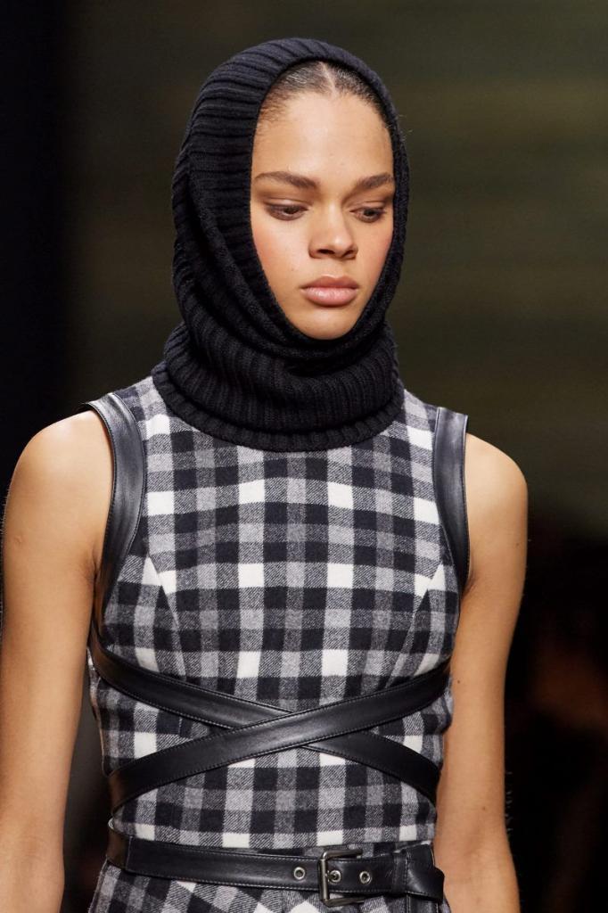 Вязаные в моде: шапочки, которые внесут изюминку в любой образ этой зимой