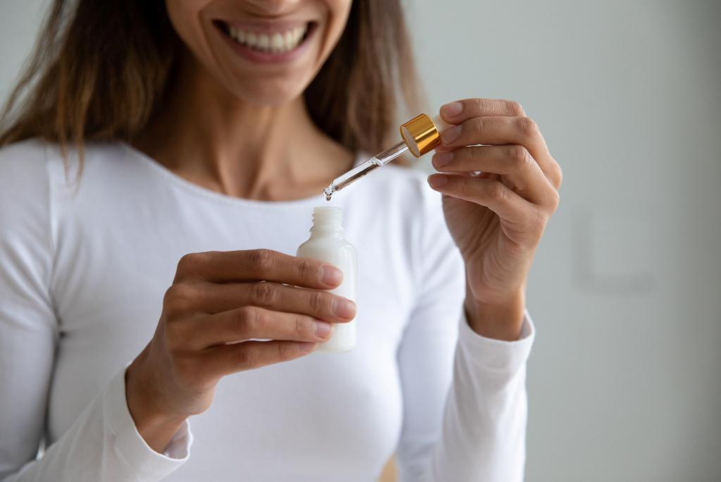 Кислота кислоте рознь: разбираемся, в каких случаях и для какой кожи нужны гиалуроновая, ретиноевая и другие кислоты