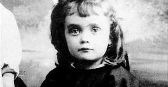 Девочка родилась на улице и чудом выжила. А спустя 25 лет покорила мир