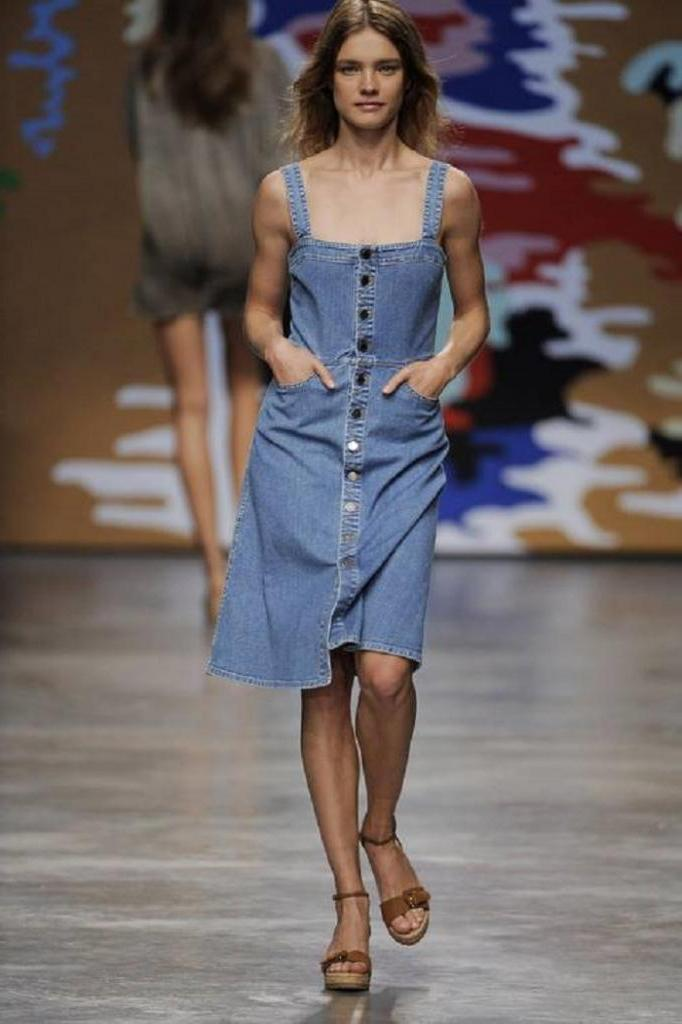Привет из 2010 го. Джинсовые платья опять будут в тренде в 2021 году: фотоподборка актуальных фасонов