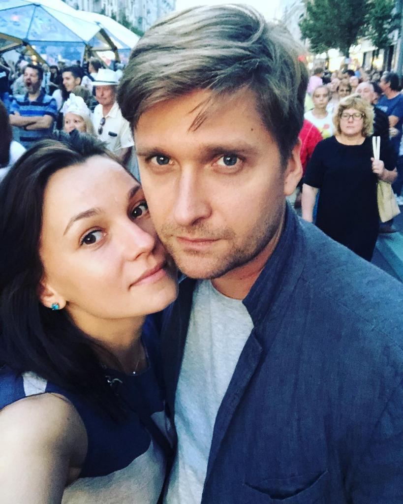 Как выглядят жены самых красивых российских актеров: фото