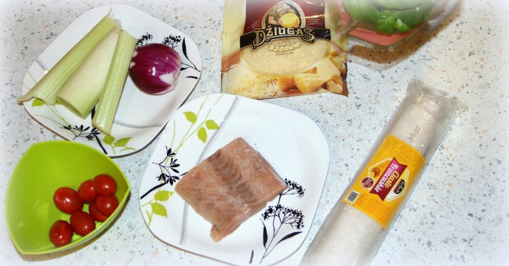Открытый пирог из готового слоеного теста с лососем и овощами: рецепт вкусного быстрого ужина