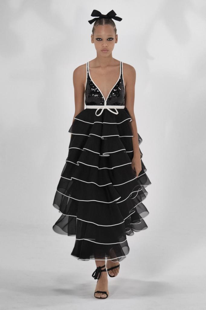 Классическое сочетание снова в тренде: самые модные черно-белые платья сезона весна-лето 2021