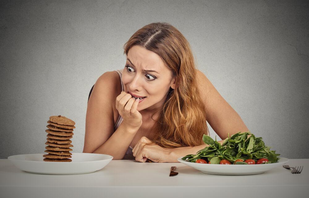 Много или мало белка и другие ошибки, мешающие похудеть после 40
