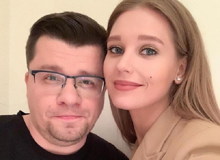 Гарика опять прифотошопила : Асмус показала совместное фото с Харламовым