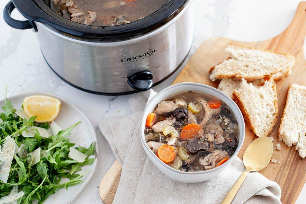 В мультиварке все готовится быстрее. Вкусный суп с курицей и рисом