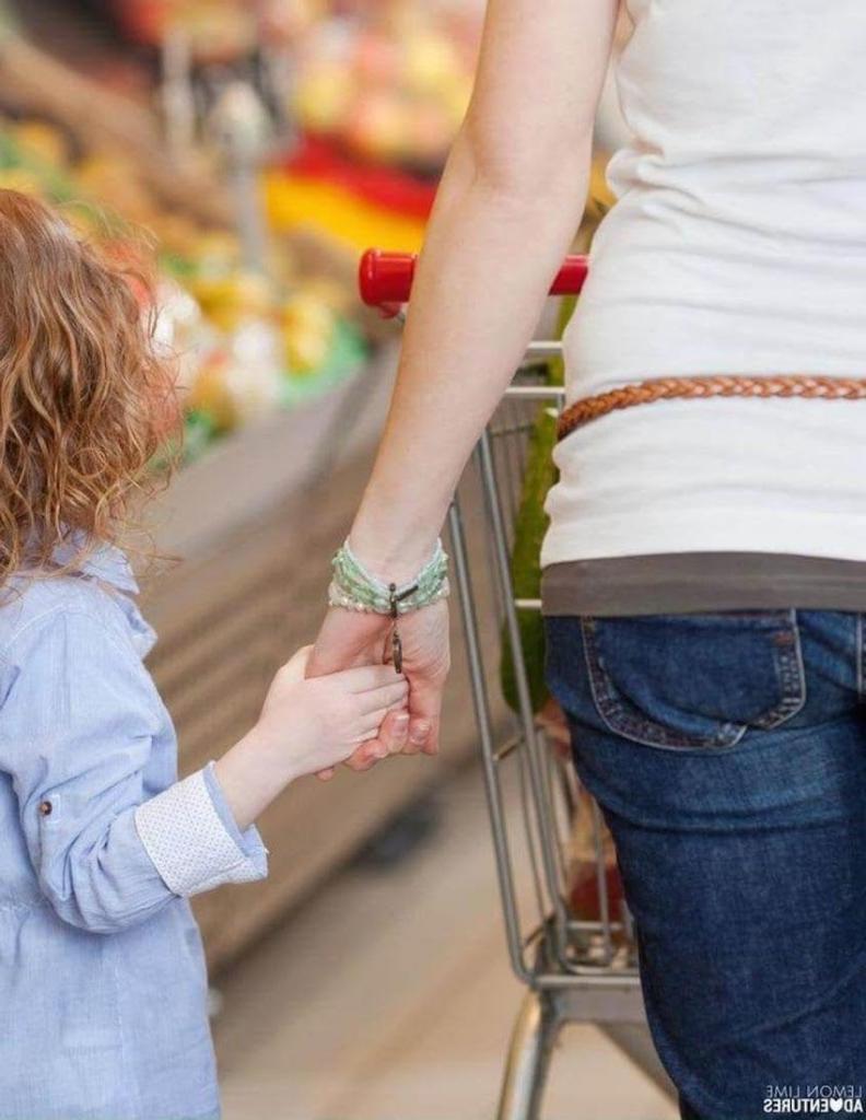 Ребенок испортил товар за 1300 $: реакция мамы поразила покупателей и продавцов