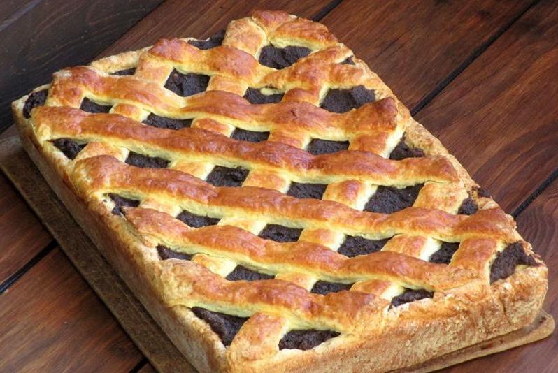 Нашла в старом кулинарном блокноте рецепт семейного макового пирога: такой вкусный, что не приготовить невозможно
