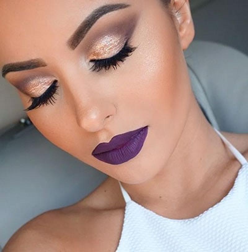 Вовсе не вульгарно, или Почему не стоит бояться фиолетовой помады (идеи яркого, но стильного макияжа)