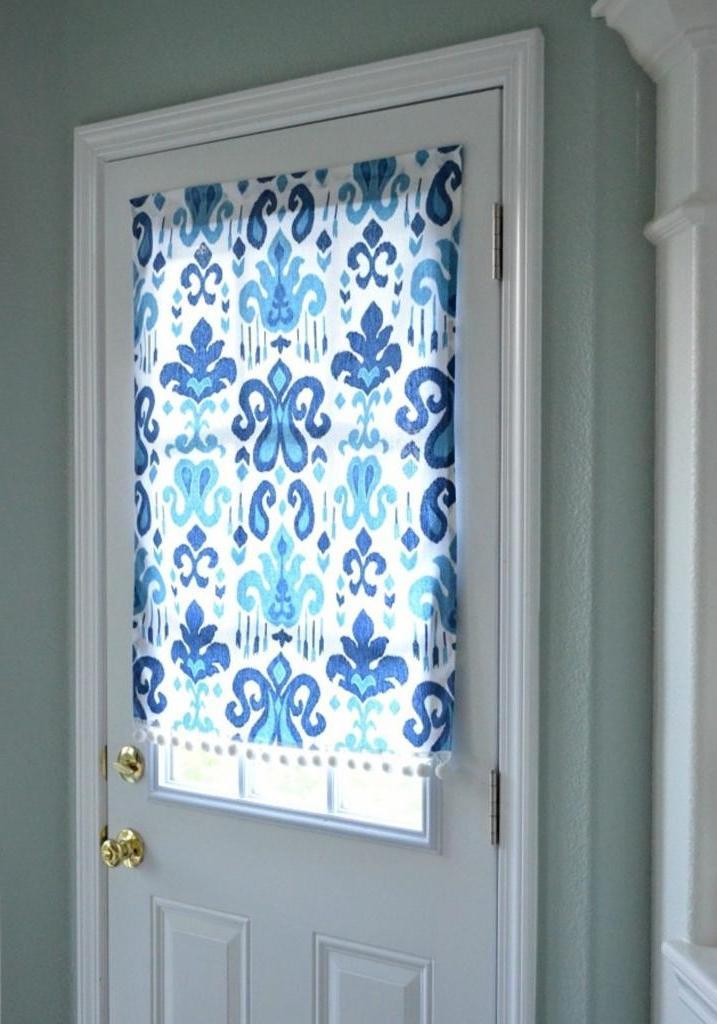 Для небольших окон и дверей сама сделала удобные шторки на магнитах. Это очень просто и практично: пошаговая инструкция