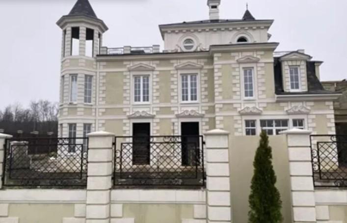 Ида Галич с мужем когда то рассказывали о покупке дома, только блогер переедет туда с родителями и сыном