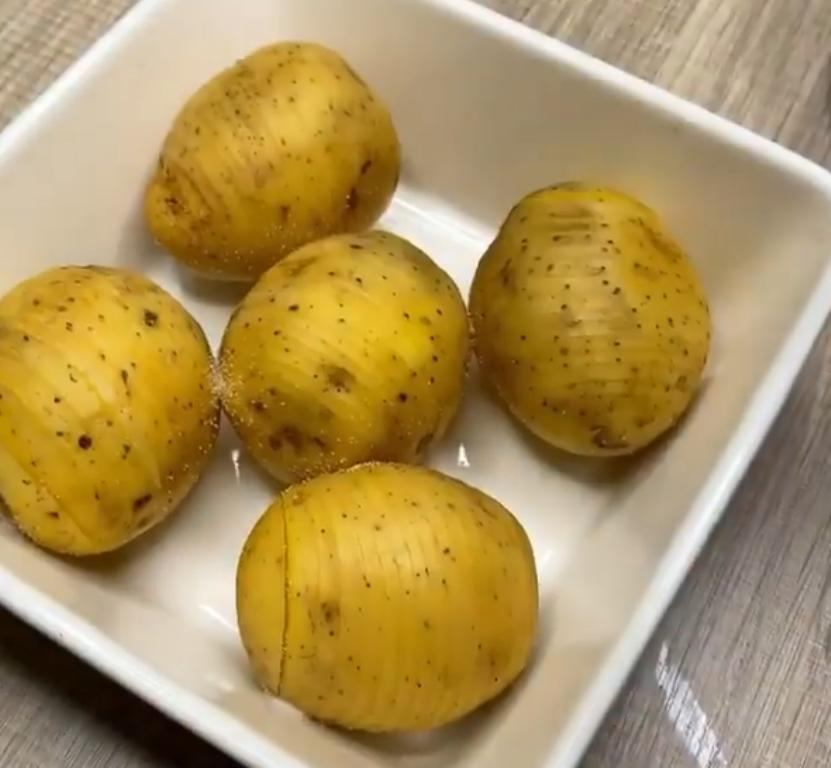 Картофель под сливочным соусом - мое любимое блюдо для семейного ужина: рецепт