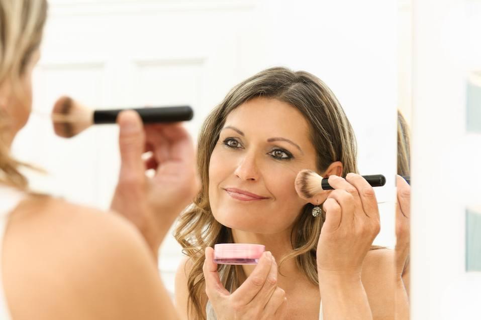 22 года в браке: женщина решила дать коже отдохнуть от ежедневного макияжа в выходной, но муж оказался против