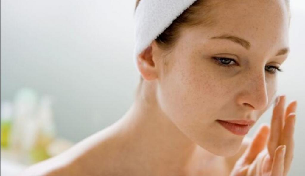 Домашнее средство для удаления черных точек на лице: понадобятся желатин и молоко