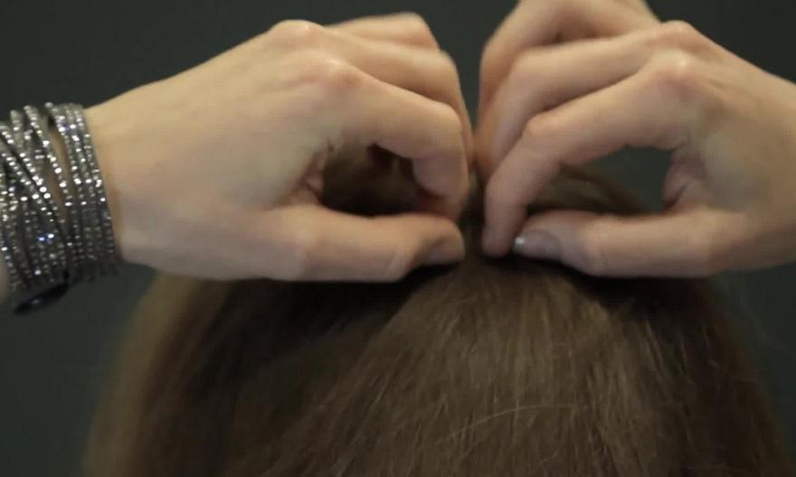 Как красиво уложить волосы. Девушка показала, как сделать красивую прическу в стиле модерн