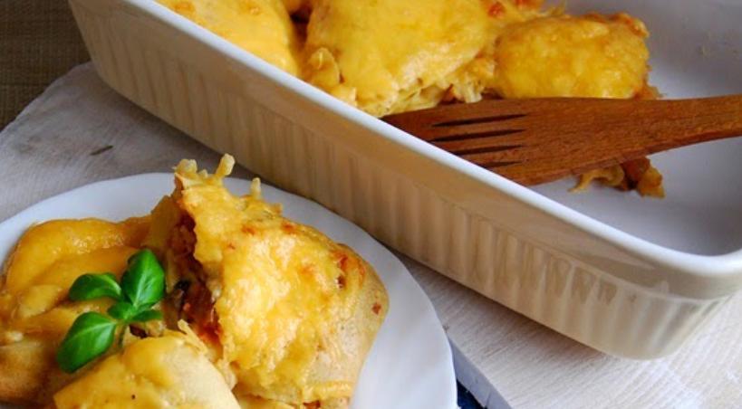 Блинчики с грибами, овощами и колбасой под сыром: рецепт из старого блокнота
