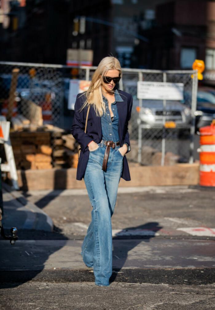 Как и с чем носить джинсовую рубашку в весеннем сезоне 2021 года: модные образы