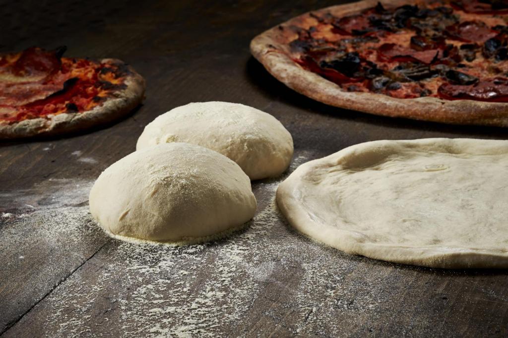 Сумасшедшее тесто, хранящееся до 7 дней: из него можно сделать все, что хочешь (от пиццы до сладких булочек)