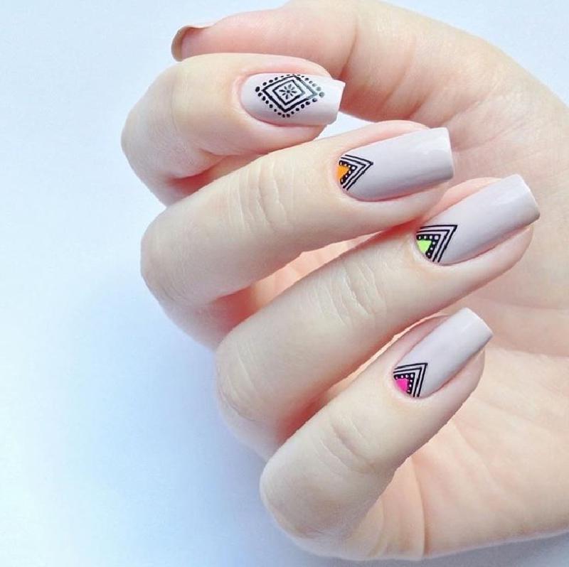 Маникюр в стиле бохо: украшаем пальчики необычными узорами (8 идей)