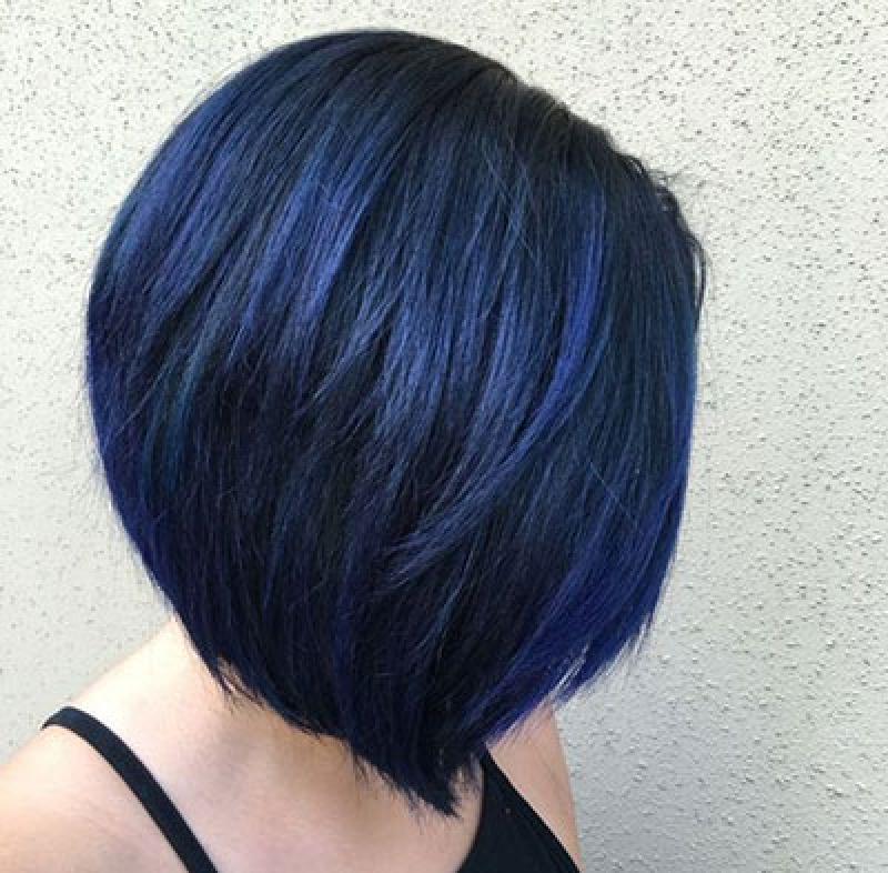 Насыщенный, пастельный или супер-яркий: идеи неординарного окрашивания волос в синем оттенке