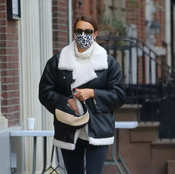 В моде будут белая обувь, яркие аксессуары и кожаные пальто. Какие вещи стоит себе купить на весну