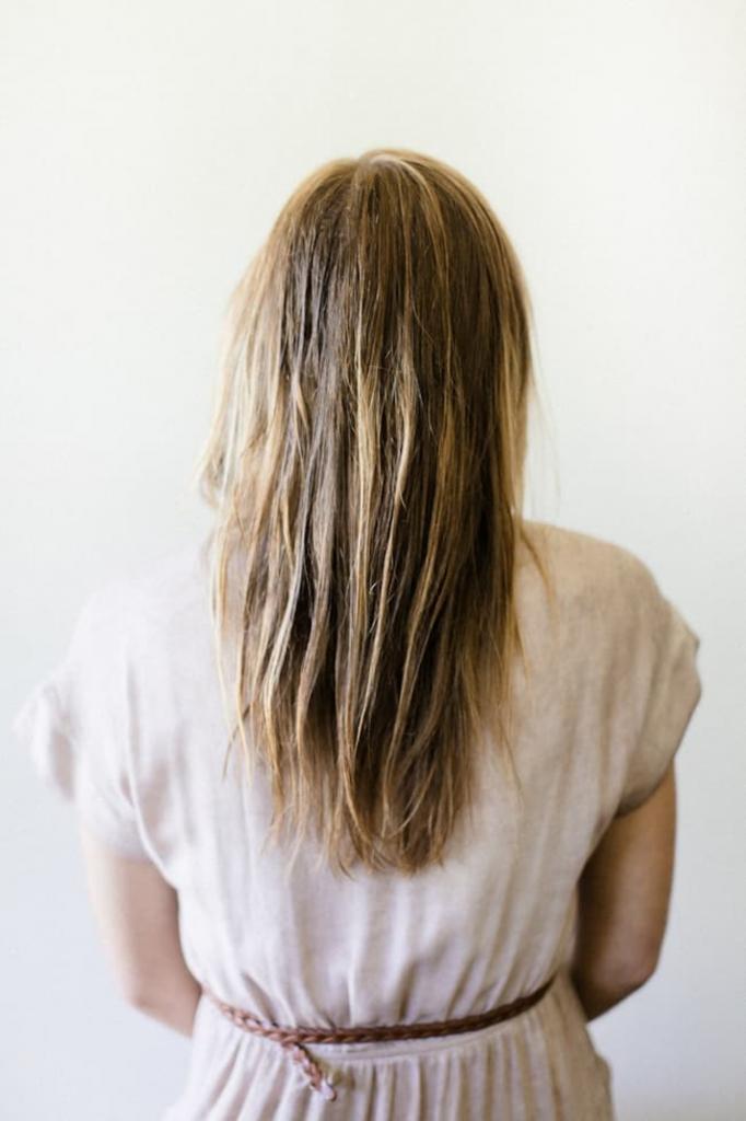 Естественный объем волосам можно придать простой укладкой: пошаговая инструкция