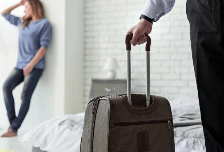 Бывший муж все забрал у Карины, оставив ее в пустой квартире. Через 5 лет она пригласила его в гости