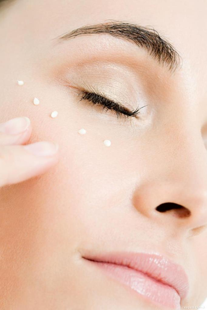 Ухоженная и сияющая кожа: ниацинамид и другие активные ингредиенты в домашней аптечке красоты