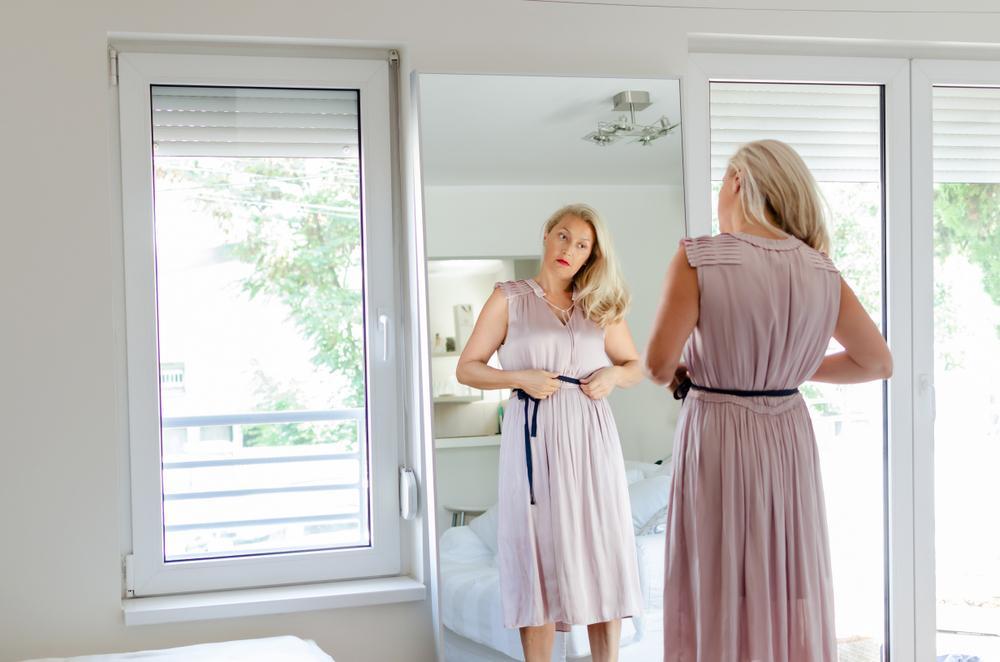 Джинсы и юбки для женщин за 50. Как не выглядеть старомодно: выбираем одежду