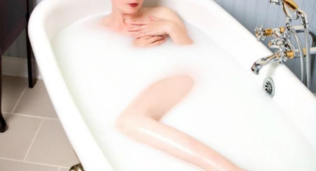 Стала регулярно принимать ванную с овсянкой. Кожа увлажняется, деликатно очищается: несколько любимых рецептов