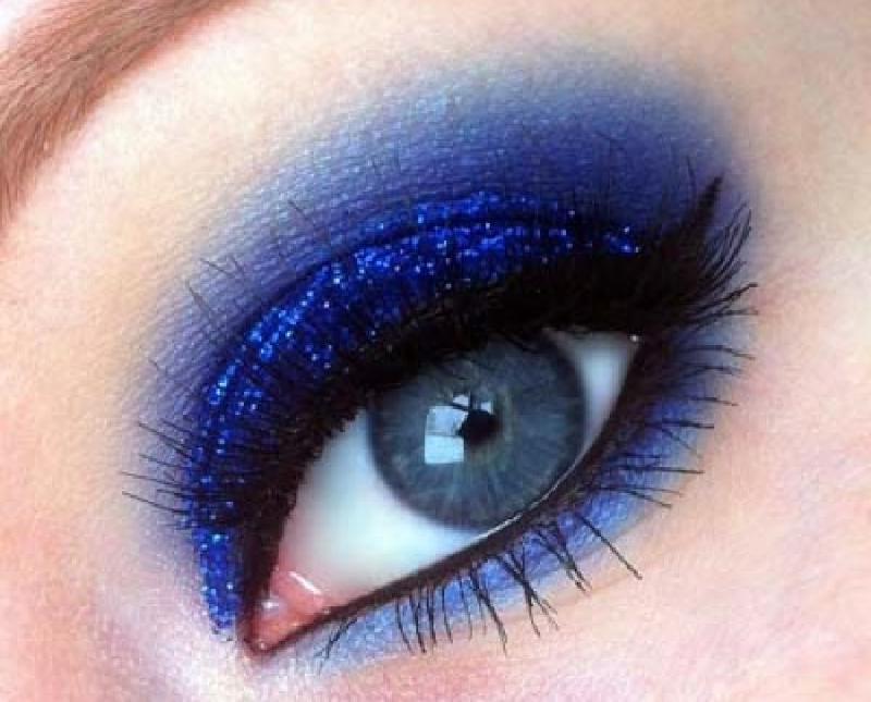 Макияж в синих оттенках: работы визажистов, которые можно взять на вооружение