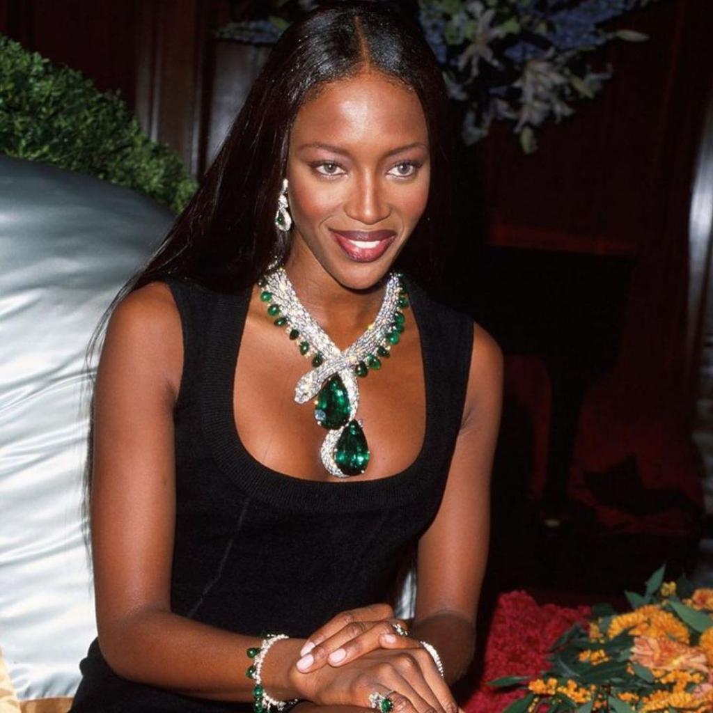 Как выглядело роскошное ожерелье за 12 миллионов долларов, в котором Наоми Кэмпбелл привлекла к себе большое внимание в 1998 году (фото)