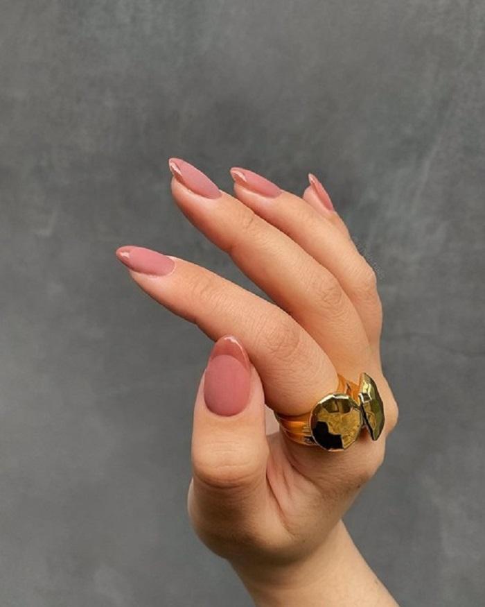 Эстетичный мрамор и не только: модные идеи маникюра для длинных ногтей