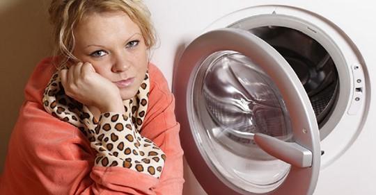 Жена сама «прокачала» стиральную машину, теперь она работает тише и вещи не пахнут. Показываю 4 её хитрости