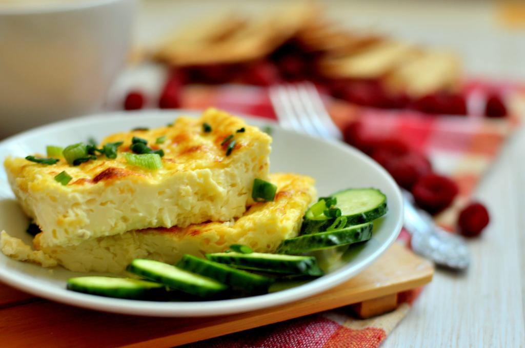 Омлет, сок, сыр и другие продукты, которые не стоит есть во время диеты, так как они только усилят аппетит