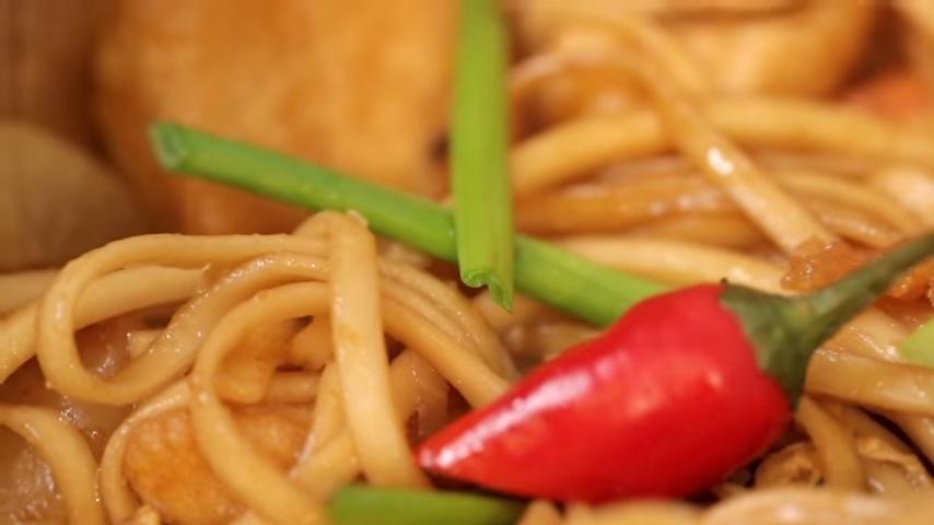 Китайская лапша с курицей и овощами: как приготовить азиатское блюдо на своей кухне