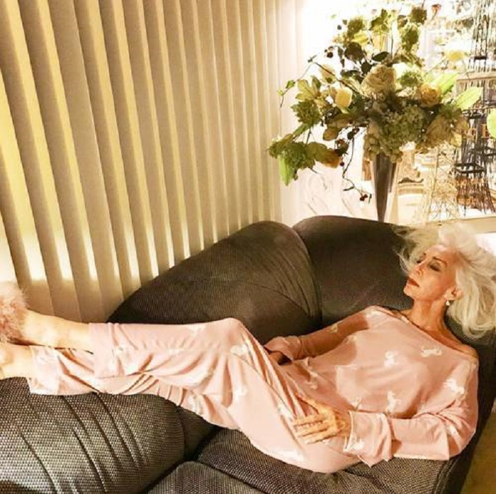 Несколько возрастных женщин-блогеров показали на своем примере, как одеться этой весной и выглядеть модно