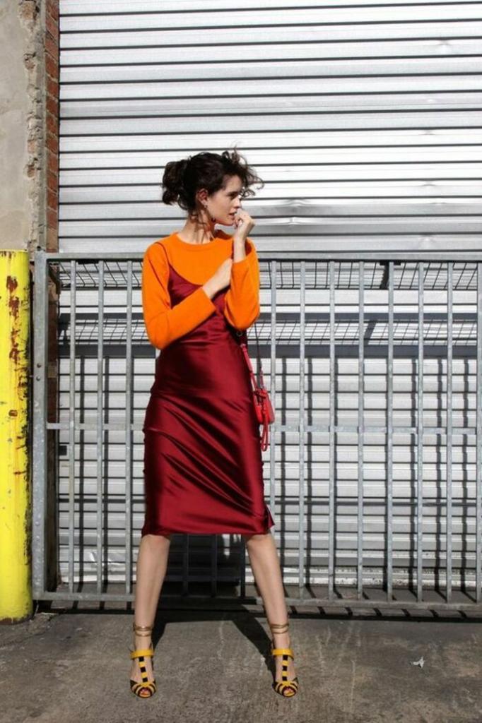 С чем сочетать и как носить тренд наступающей весны 2021 - платье-комбинацию: модные образы и советы