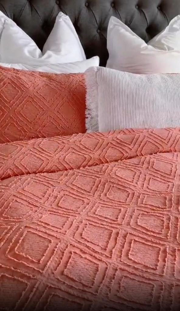 Цветное постельное белье не теряет яркость: добавляю в стиральную машину соль (лайфхак, которым пользовались бабушки)
